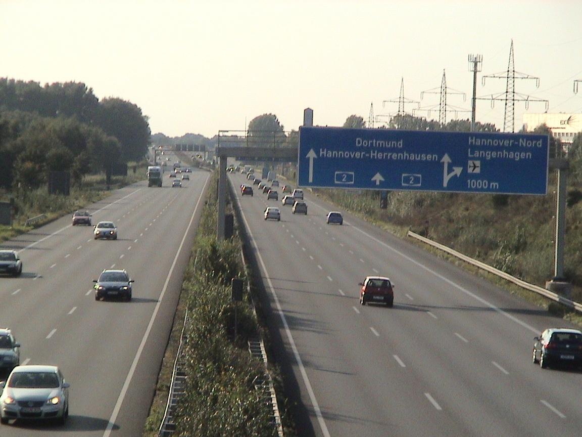 В Германии на автобанах могут ограничить скорость