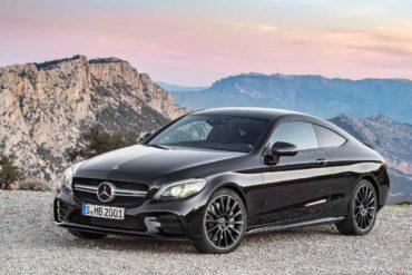Mercedes отзывает в России более тысячи автомобилей для обновления ПО