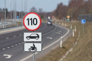 На автотрассах предложили увеличить скорость, а детей приравнять к прицепам