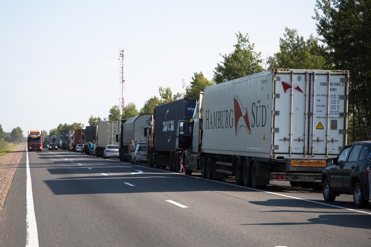 На трассе М-4 в районе села Лосево Воронежской области введут летний запрет для грузовиков