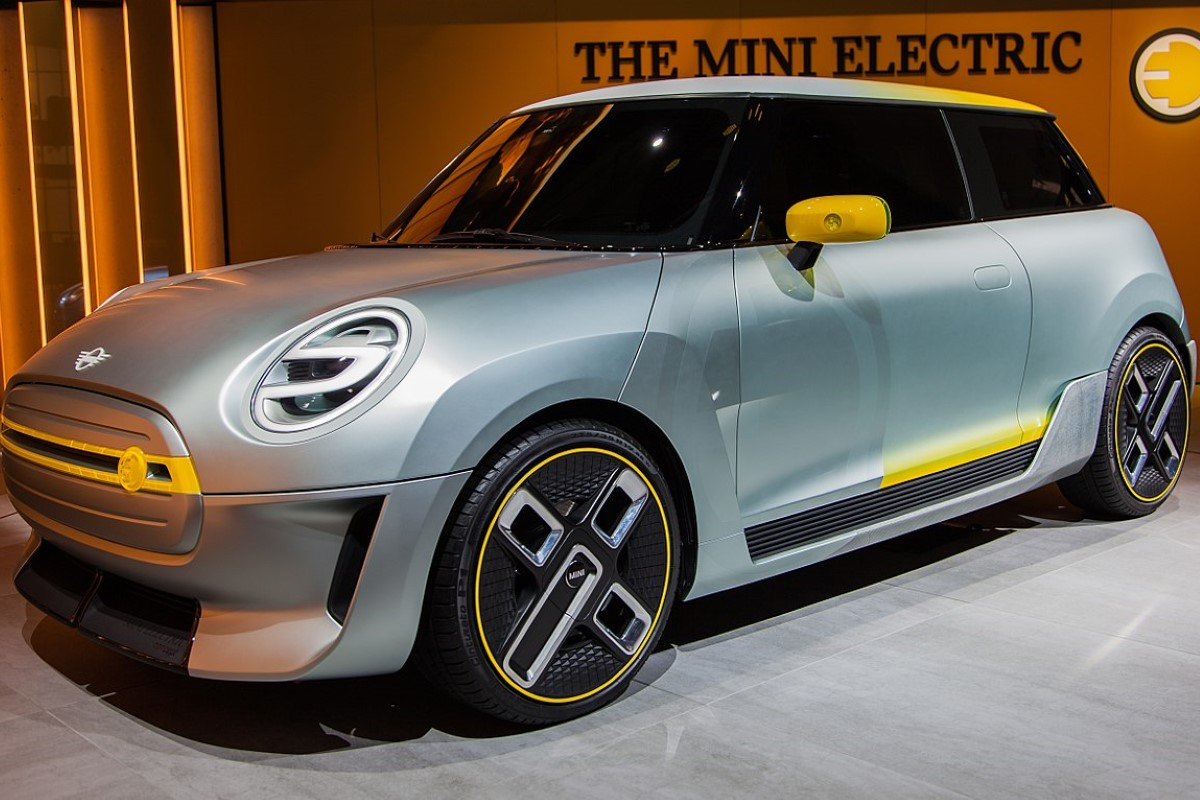 BMW показала видео сборки электрических MINI на конвейере