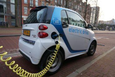 Эксперты прогнозируют снижение цен на электромобили к 2022 году