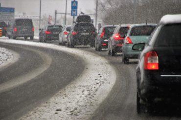 В России предложили снизить скорость движения автомобилей зимой