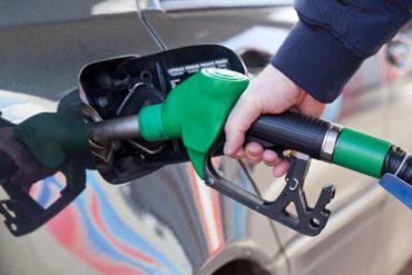 Индекс цен на бензин. Сколько можно купить топлива на одну зарплату в разных странах?