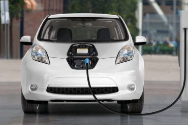 Электромобили хотят привлечь бесплатным проездом по платникам