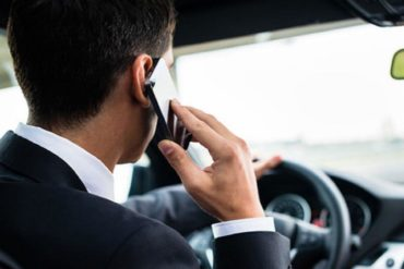 В Австралии дорожные камеры начали выявлять водителей со смартфоном за рулем