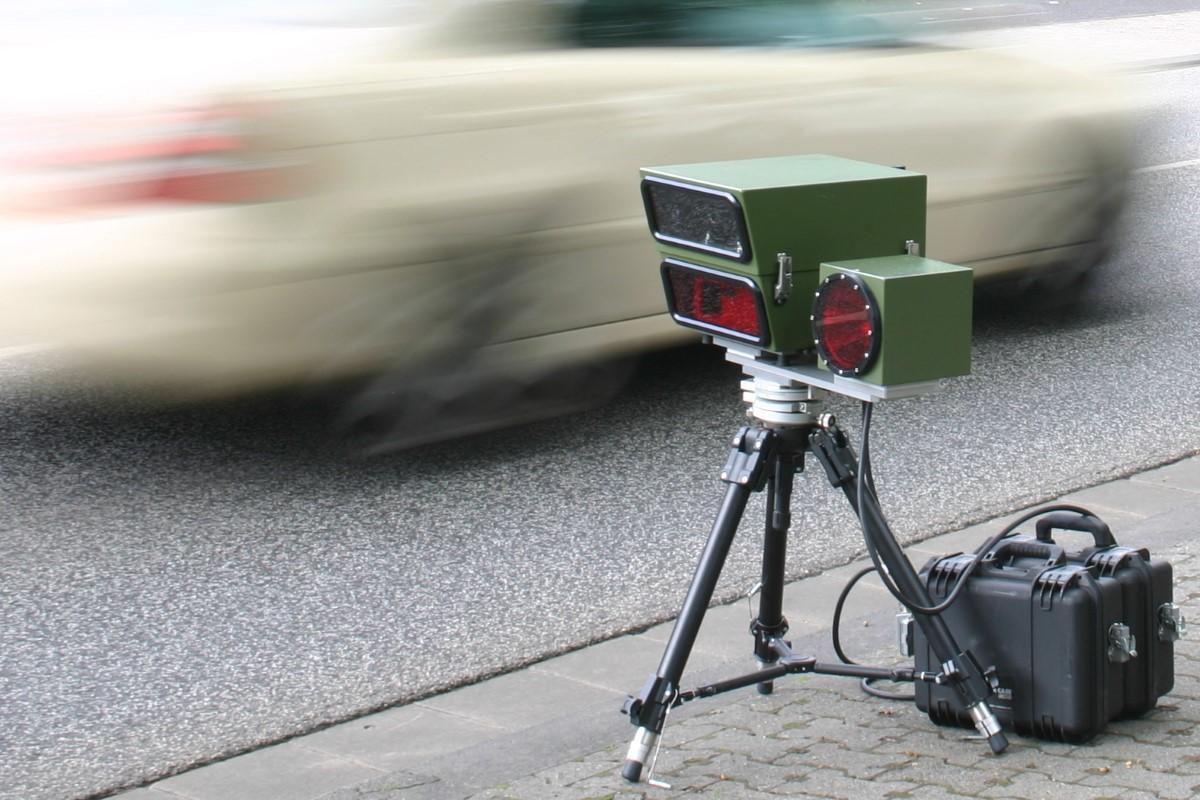 В Беларуси с дорог исчезли все мобильные камеры: куда пропали треноги, и кто за этим стоит?