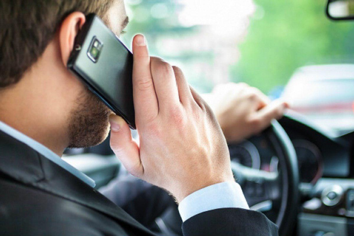 Как избежать штрафа за пользование гаджетами за рулём?