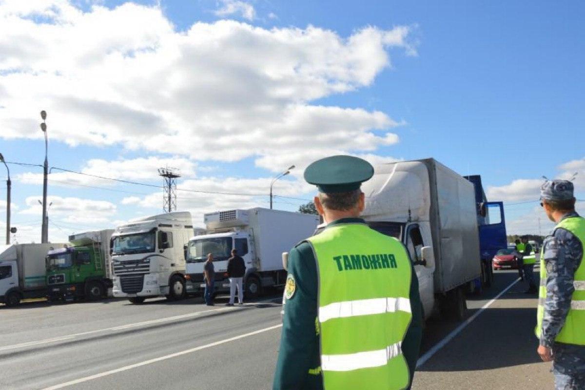 Федеральная таможенная служба получит право на досмотр грузовых автомобилей на всех дорогах России
