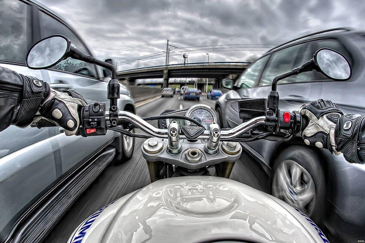 ОНФ выступил с инициативой разрешить мотоциклистам ездить между рядами