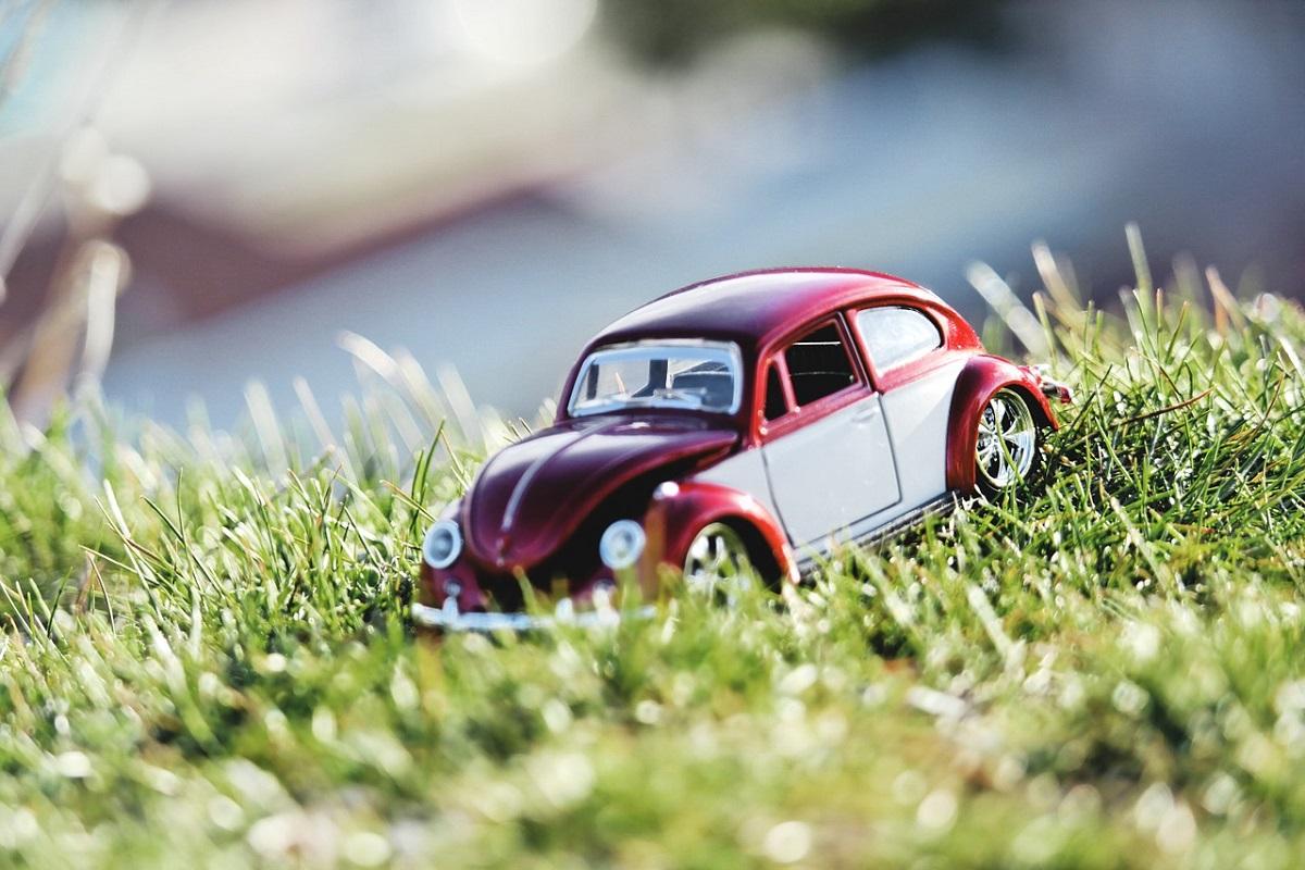 Штрафы за парковку на газоне, брошенный автохлам и мойку машины в неположенных местах – все это в новом КоАП