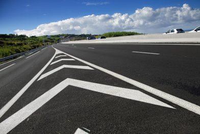 Остановка и стоянка на островках безопасности принесет водителям новые штрафы