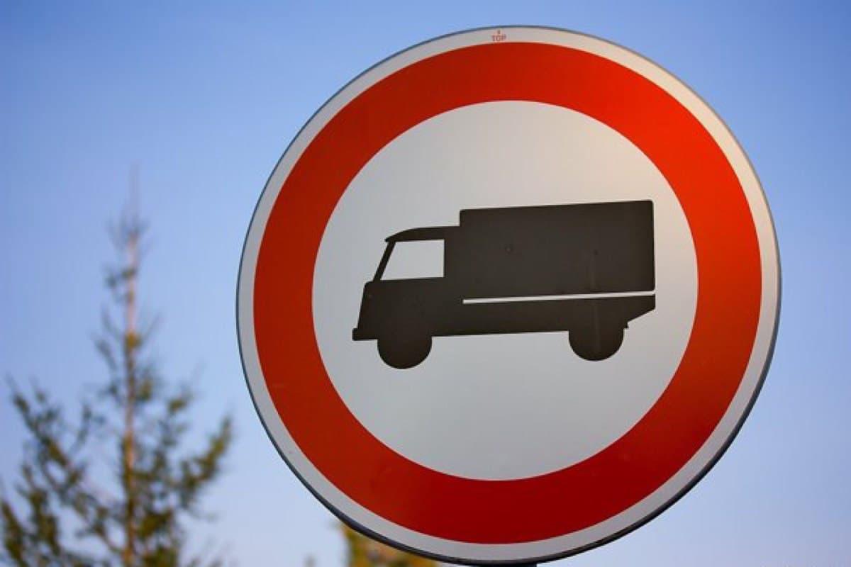 С 28 января в Петербурге закрыли въезд в город для неэкологичного грузового транспорта