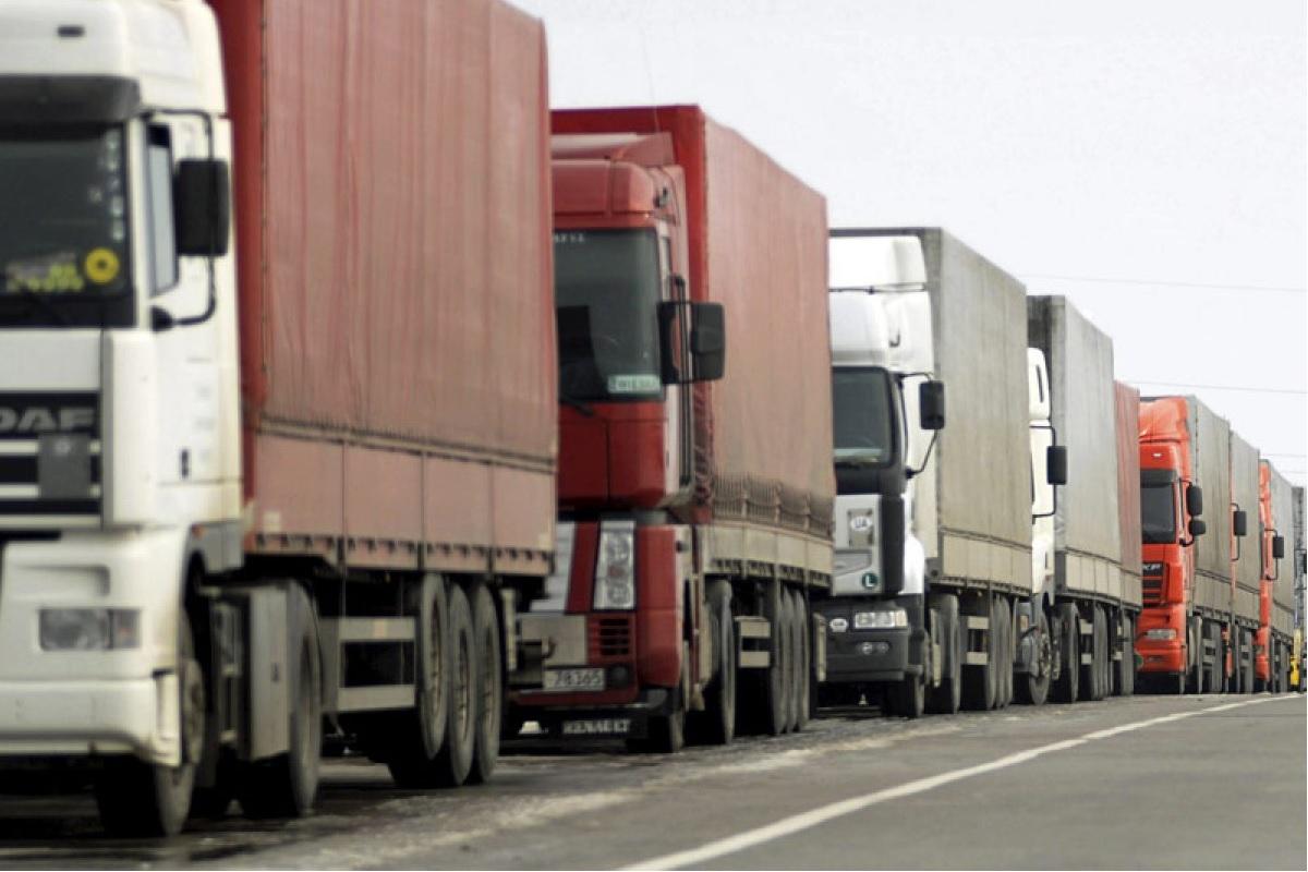 Власти Москвы ввели запрет на проезд транзитных грузовиков по МКАД на целый год