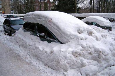 Чем опасны для автомобилистов газоны зимой, или 5000 рублей за парковку