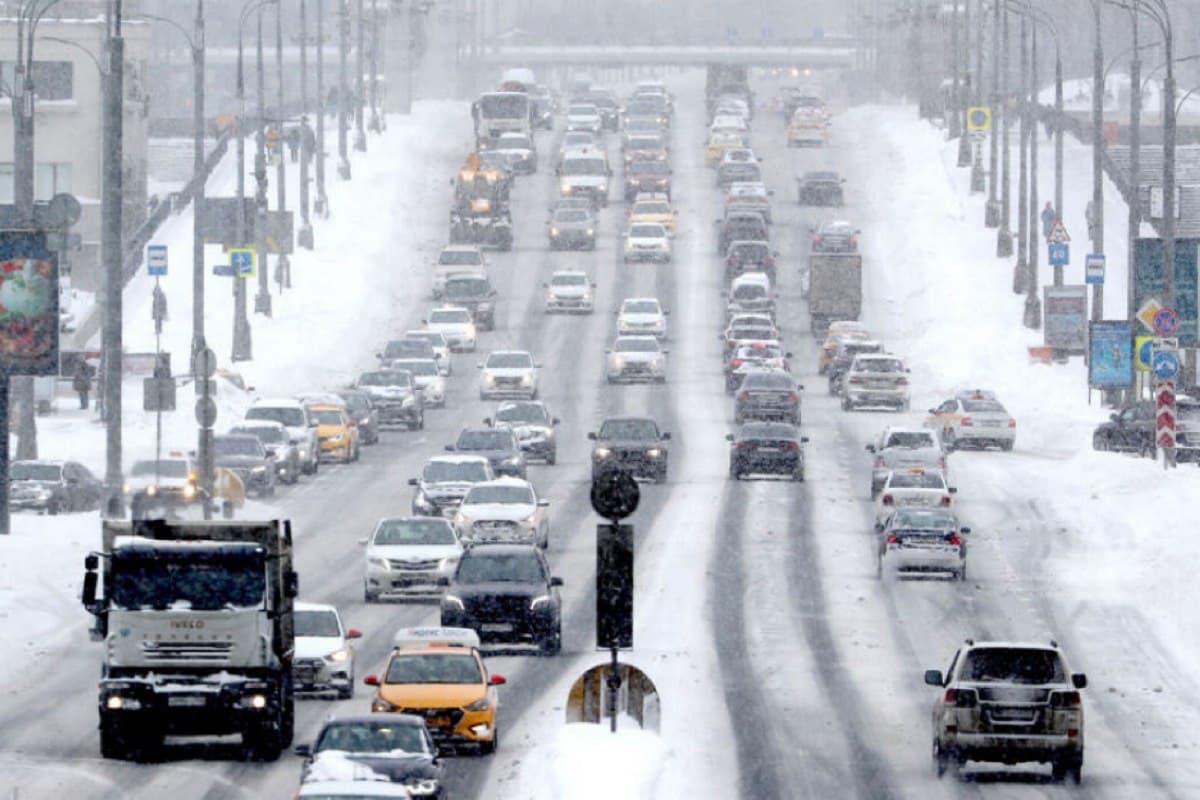 Водители получают штрафы с камер за пересечение разметки, даже если ее не видно под снегом