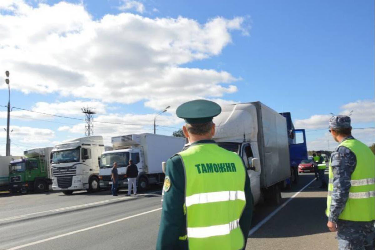 ФТС, МВД и Ространснадзор объединятся в борьбе с иностранными перевозчиками, которые не оплачивают штрафы