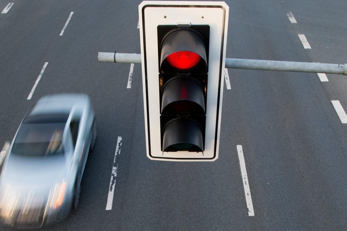 Светофор в Зеленограде тормозит лихачей