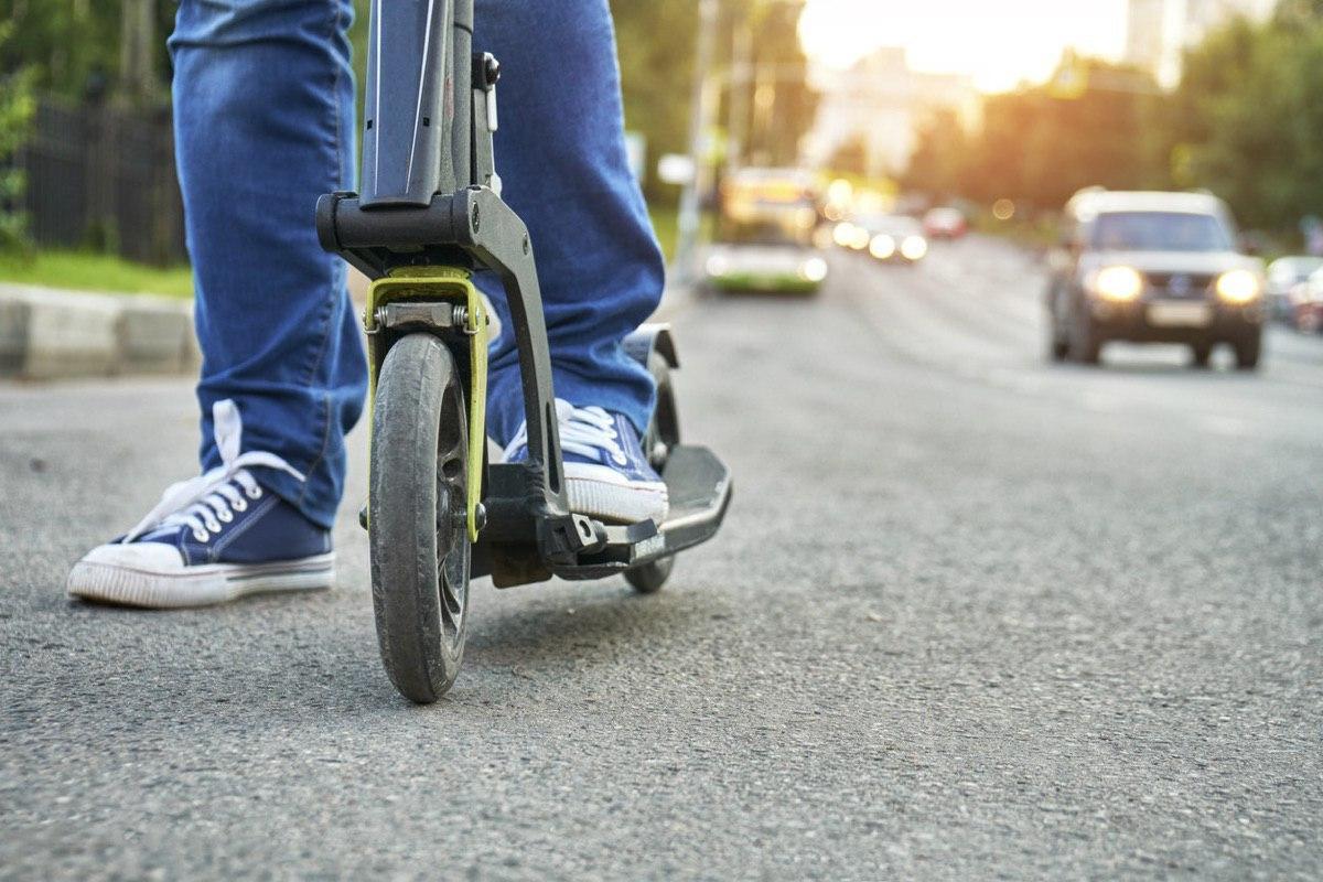 Минтранс России предложил запретить движение по тротуарам на тяжелых электрических самокатах