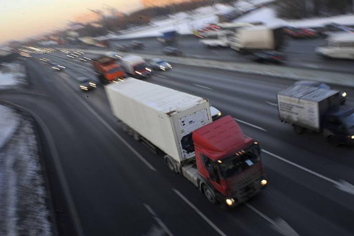 По просьбам грузоперевозчиков упрощен порядок оформления пропусков для грузовиков от 3,5 тонн