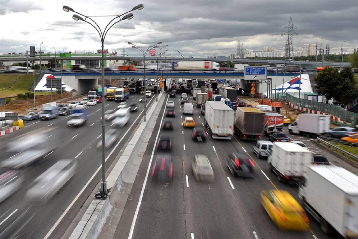 Ввод ограничений движения для грузовиков свыше 3,5 тонн переносится на 1 июля