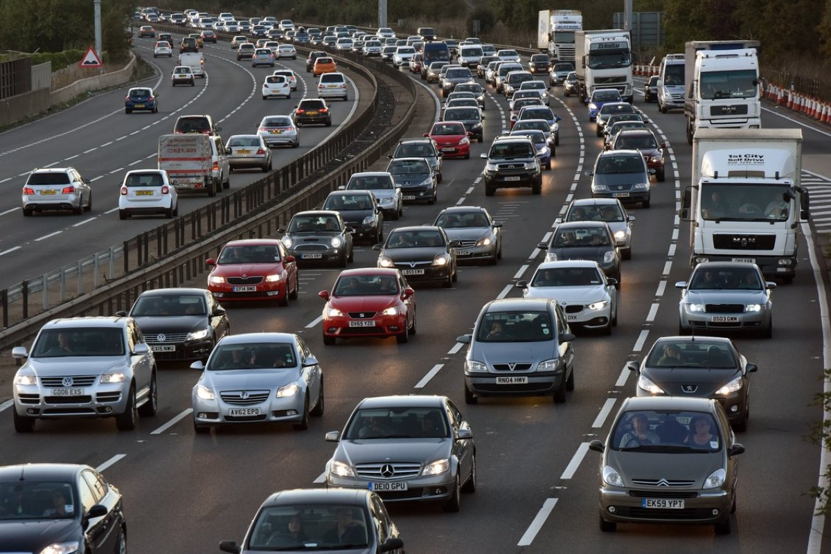Начиная с осени, дорожные камеры будут выписывать водителям новые штрафы – теперь за выключенные фары