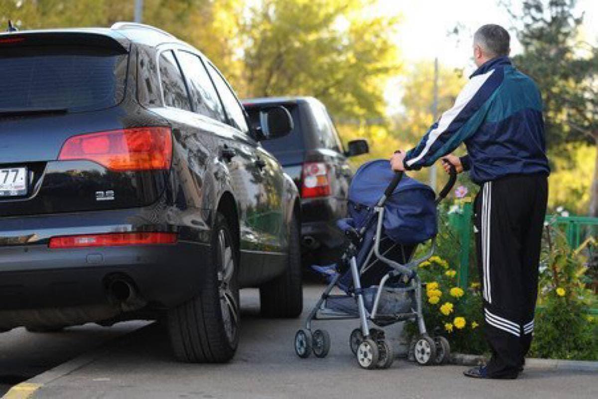 Нарушение правил парковки в Санкт-Петербурге начнут отслеживать в автоматическом режиме