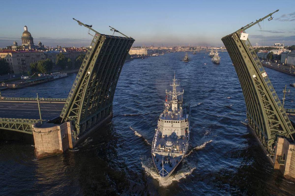 Ограничение движения 22 и 25 июля в Санкт-Петербурге из-за репетиции и проведения Главного Военно-морского парада