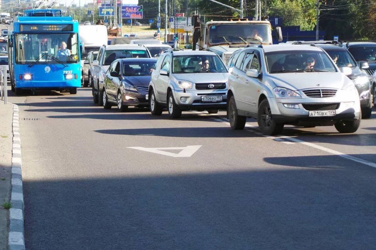 Нарушители правил движения по выделенной полосе не скроются от зоркого ока камер на автобусах