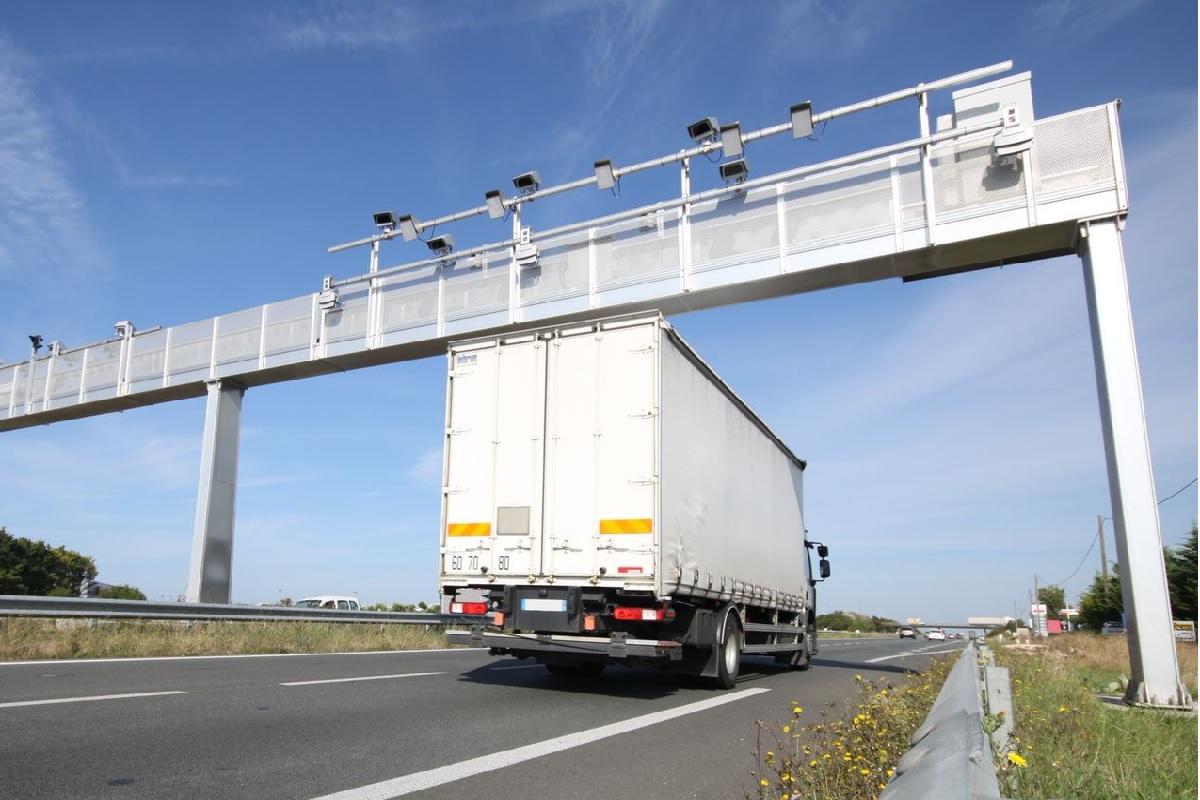 1 сентября начнут действовать новые правила проезда грузовиков через пункты весового контроля