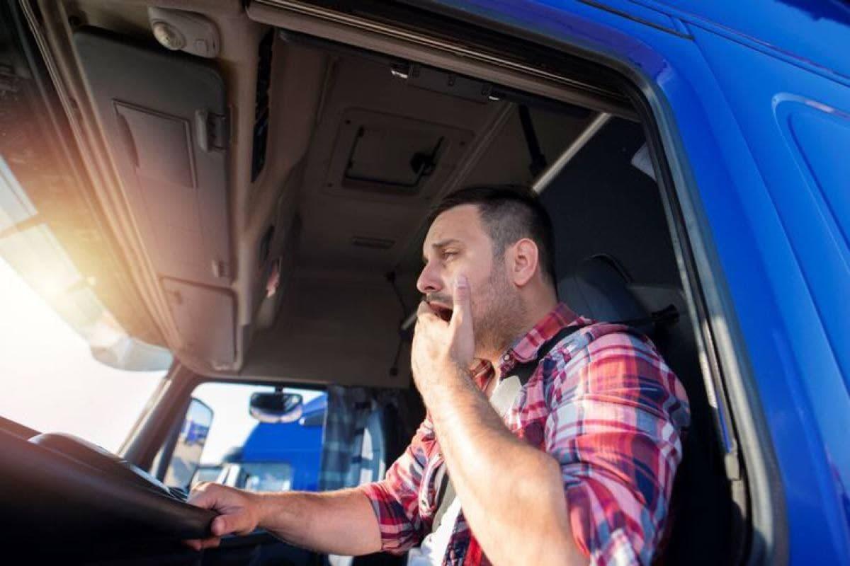 Состояние дальнобойщиков и таксистов будут контролировать с помощью приборов
