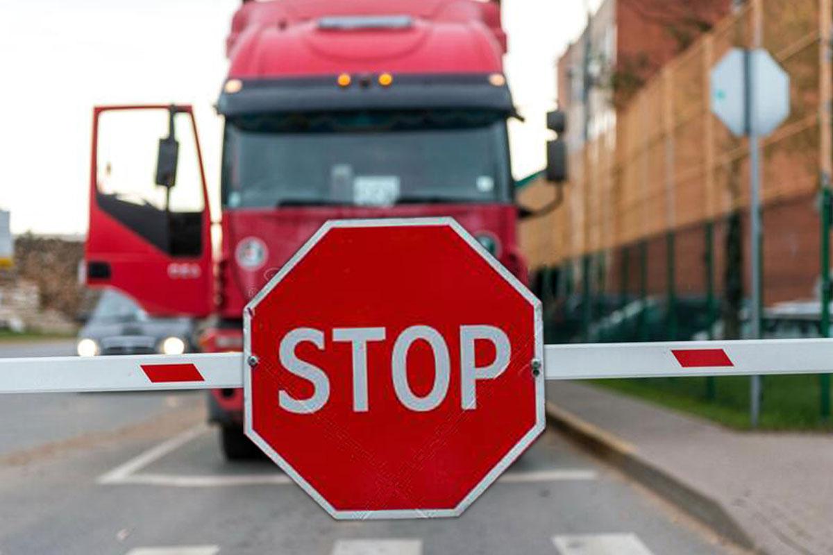 Иностранным перевозчикам блокируют выезд из России за неоплаченные штрафы
